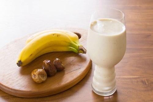 banana-date-tahini-smoothie-1